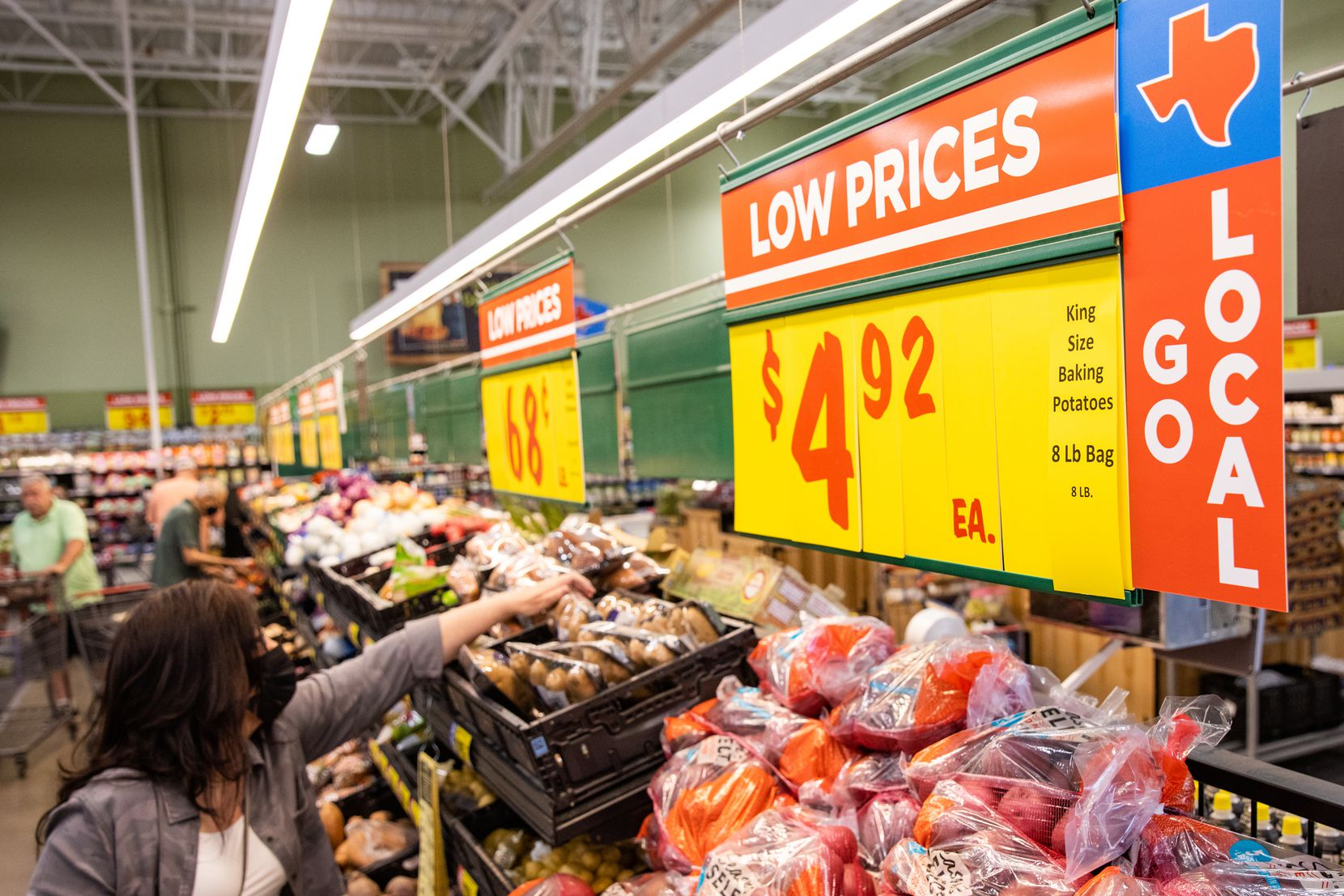 The produce section at the H-E-B in Hudson Oaks.