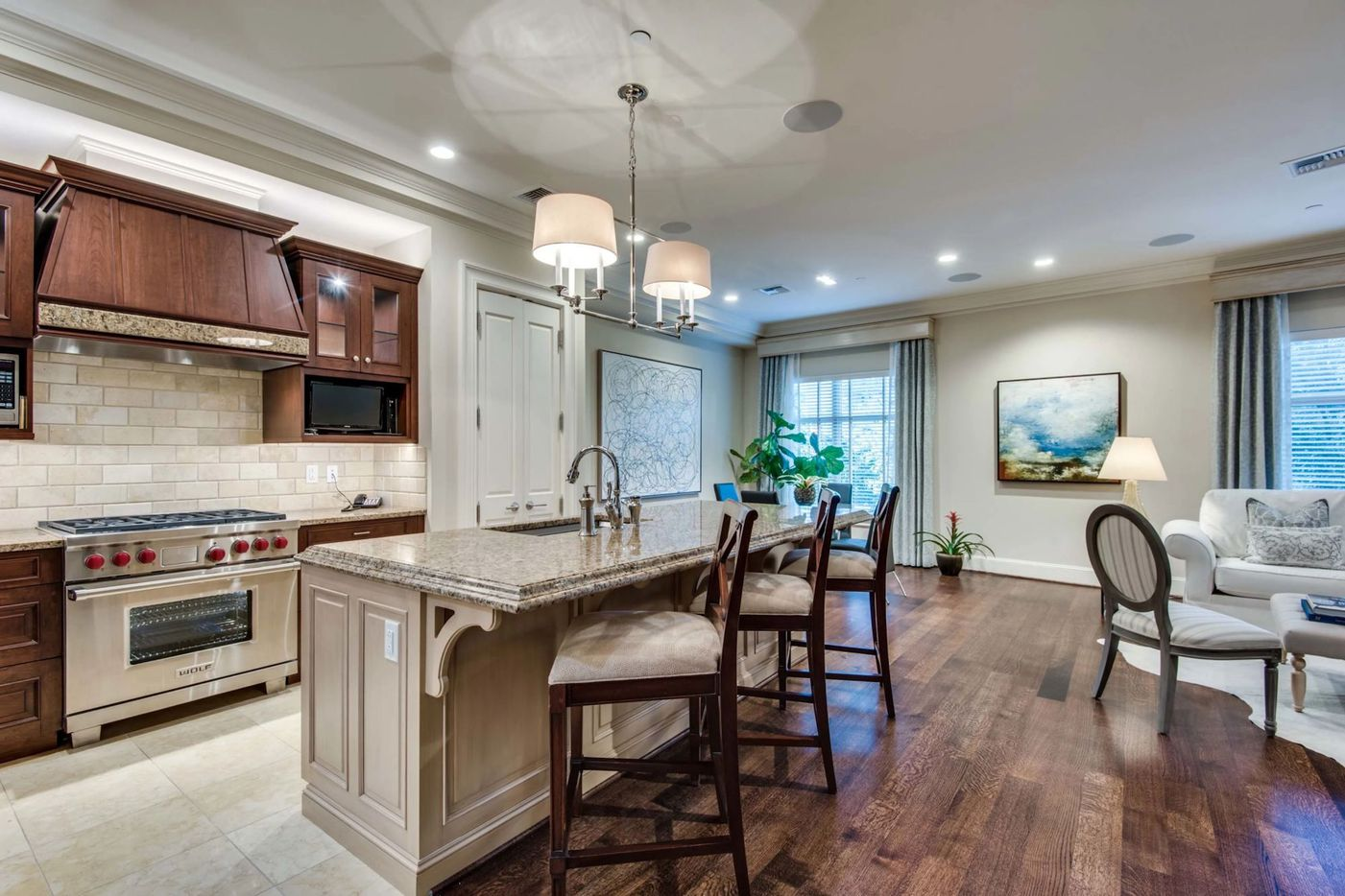 A look at 2555 North Pearl Street, #202 in Dallas.