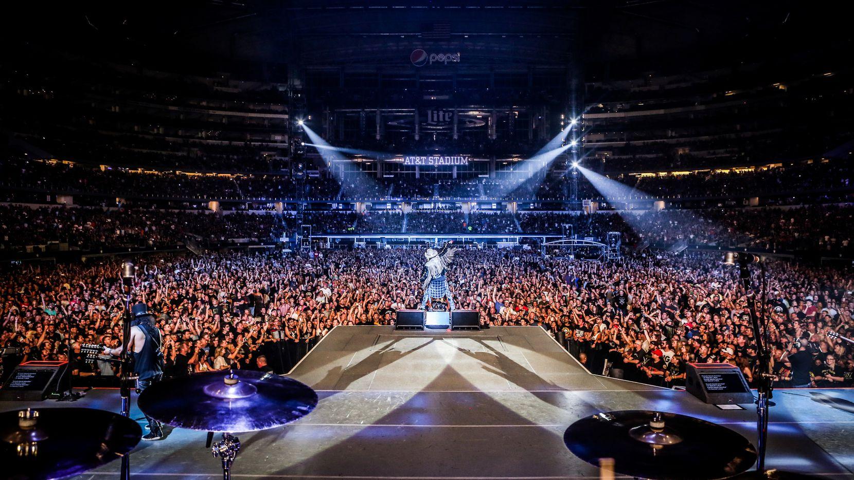 Guns 'N Roses at AT&T Stadium on Aug. 3, 2016