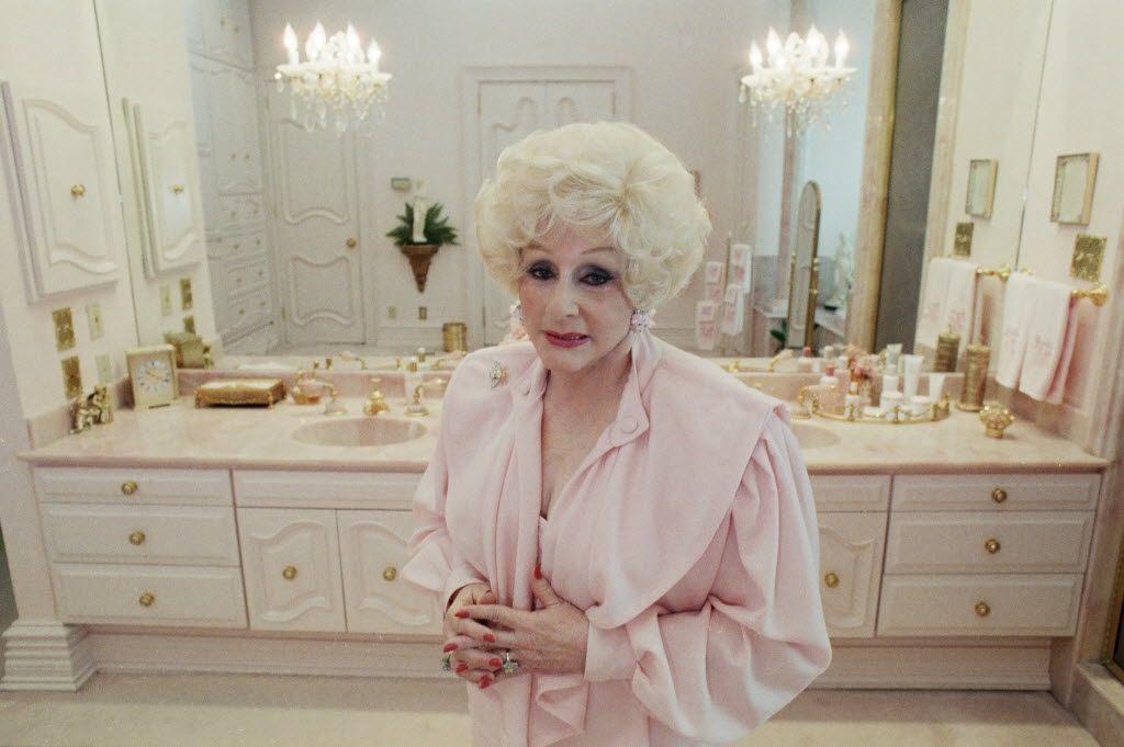 Shot July 13, 1989 - Mary Kay Ash is seen in her bathroom. 09062015xPUB