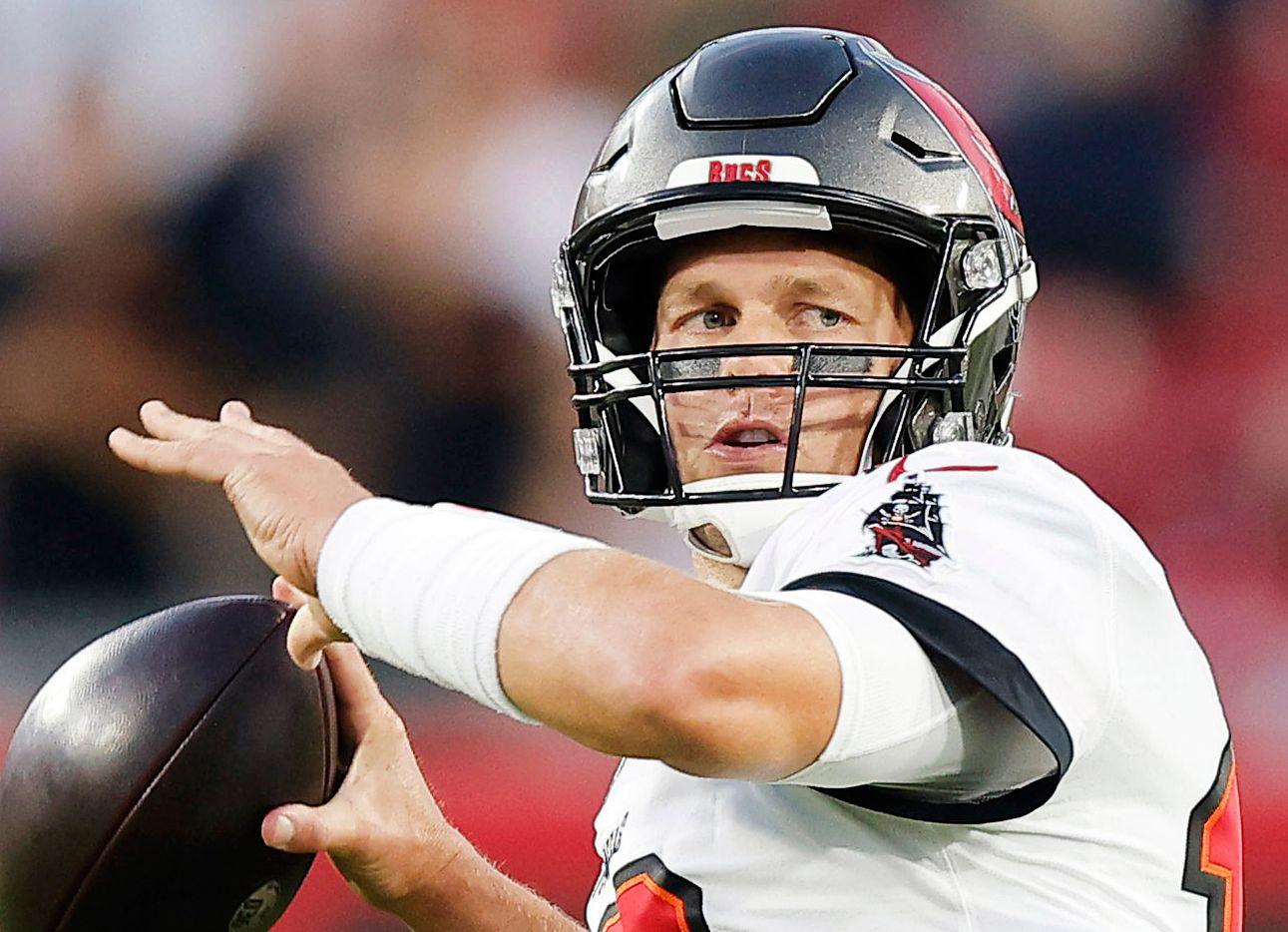 El mariscal de los Buccaneers de Tampa Bay, Tom Brady, enfrentará a la defensiva de los Rams de Los Ángeles.