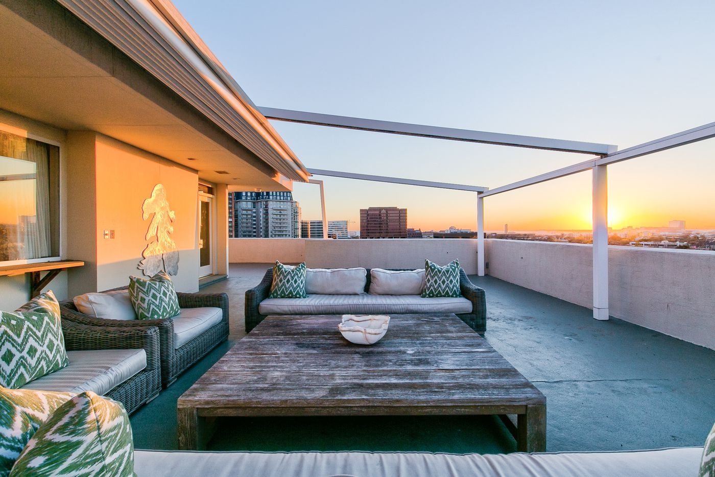A look at the patio at 3701 Turtle Creek Boulevard Penthouse A in Dallas.