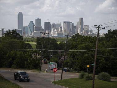 Este 1 de mayo se votará dos propuestas en la ciudad de Dallas para que personas no ciudadanas puedan participar como voluntarios en comités y comisiones de la ciudad, cuyas propuestas son escuchadas por los concejales. Esto abre la puerta a que inmigrantes participen en ellas.