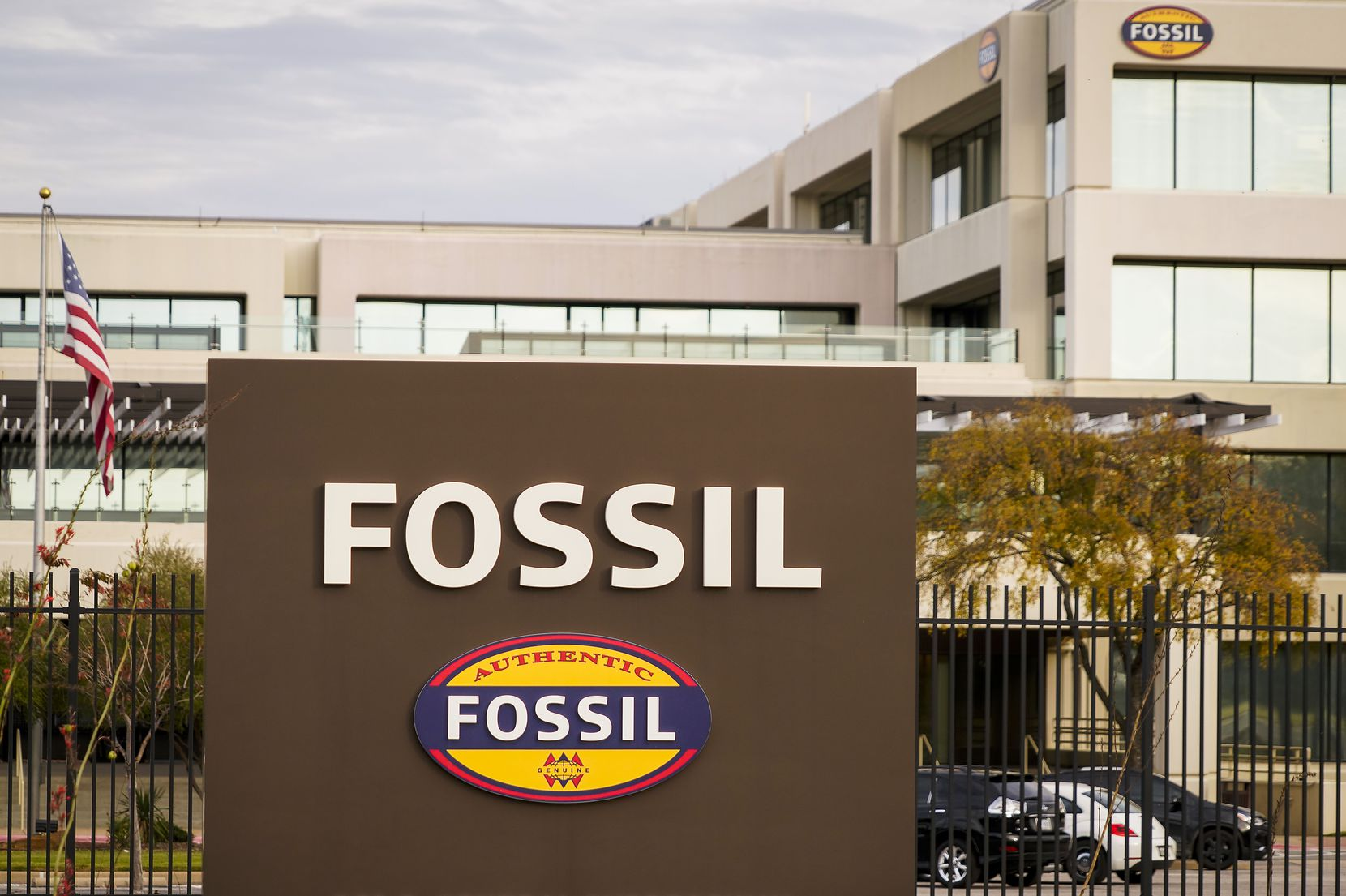 Fossil is looking to sublease more than 200,000 square feet in its headquarters in Richardson.