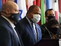 El alcalde de Dallas anunció una investigación exhaustiva del contrato con una firma encargada de pruebas de covid-19.