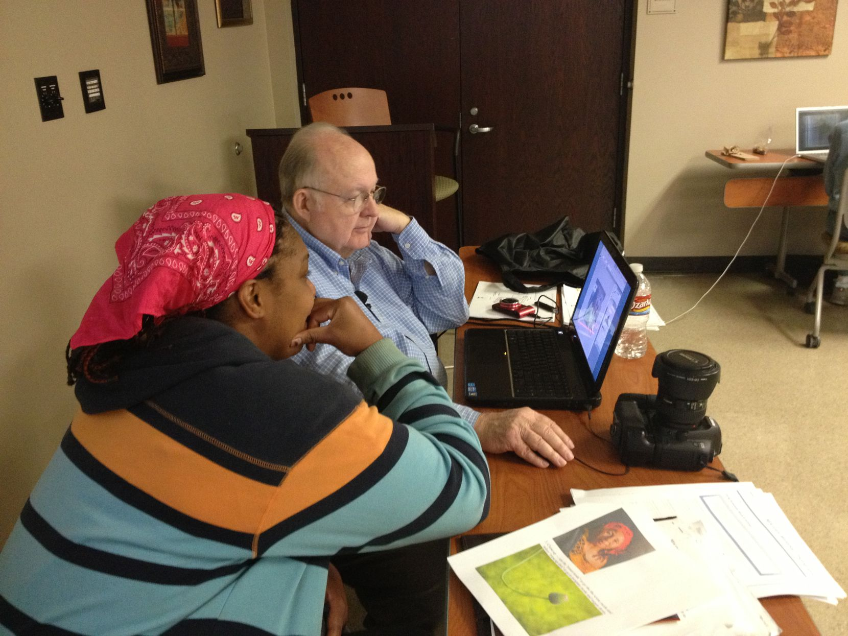 Gary Kelly teaches photo editing tips to Korton Bibs as part of a program to introduce ex-offenders to art projects.