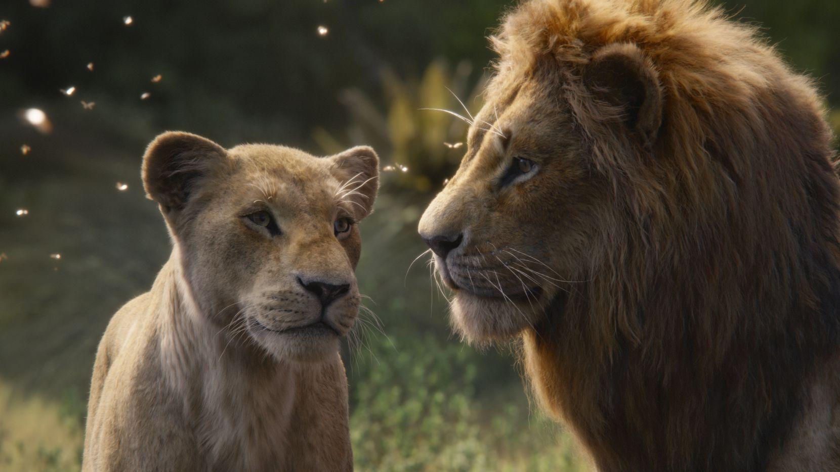 """Nala, con voz de Beyoncé Knowles-Carter, izq, y Simba, con voz de Donald Glover en una escena de  """"The Lion King""""."""