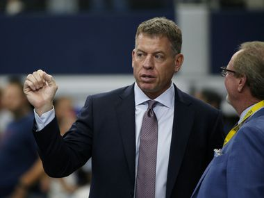 Broadcast personality Troy Aikman, left, talks with sports reporter Ed Werder, right, before a NFL football game between eh New York Giants and Dallas Cowboys in Arlington, Texas, Sunday, Sept. 8, 2019. (AP Photo/Michael Ainsworth)