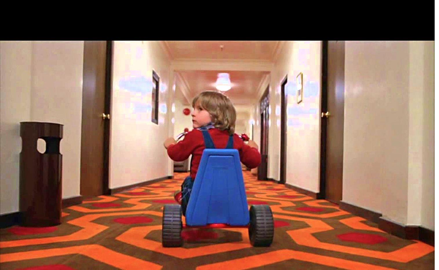 Kubrick filmó una escena extra para el final, en donde Wendy está en un hospital y descubre que la policía nunca encontró el cuerpo de Jack en el laberinto. Se desconoce el paradero de la escena./ Agencia Reforma