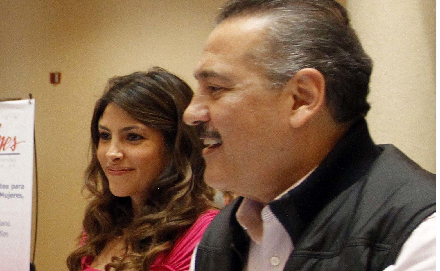 Sylvia Sánchez, esposa de Manlio Fabio Beltrones (der.) y la madre de la senadora Sylvana Beltrones Sánchez (izq.) falleció tras una larga lucha contra el lupus.