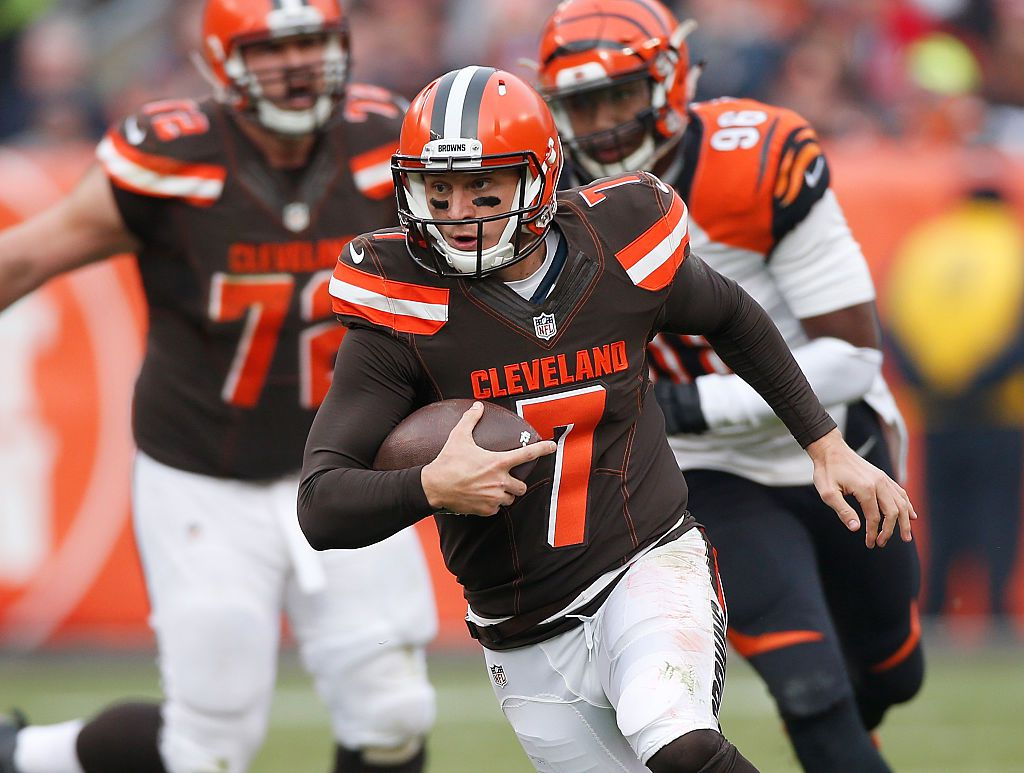 CLEVELAND, OH - DECEMBER 6: Austin Davis #7 of the Cleveland Browns looks for running room during the second quarter while playing the Cincinnati Bengals at FirstEnergy Stadium on December 6, 2015 in Cleveland, Ohio. (Photo by Gregory Shamus/Getty Images)