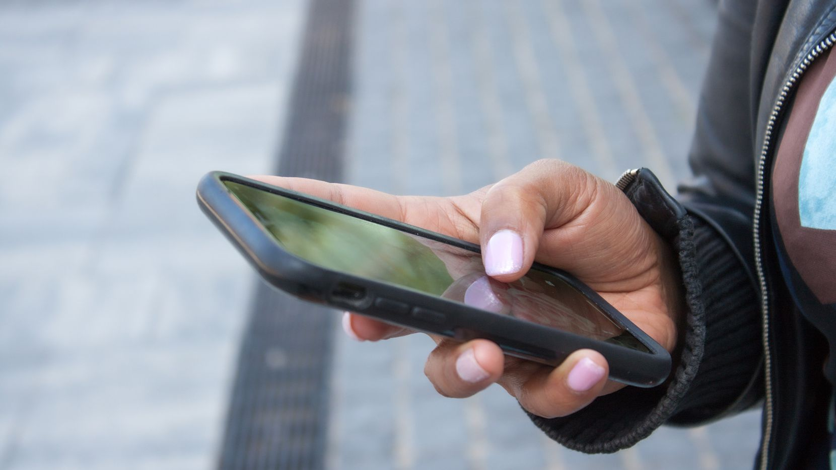 You can now text Arlington to report issues or ask questions. (Dreamstime/TNS)
