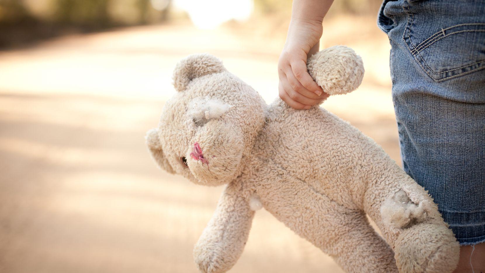La nueva ley lleva el nombre de Jenna Quinn una niña que fue abusada desde que tenia 13 años. Su historia fue parte de un reportaje de The Dallas Morning News en 2004.