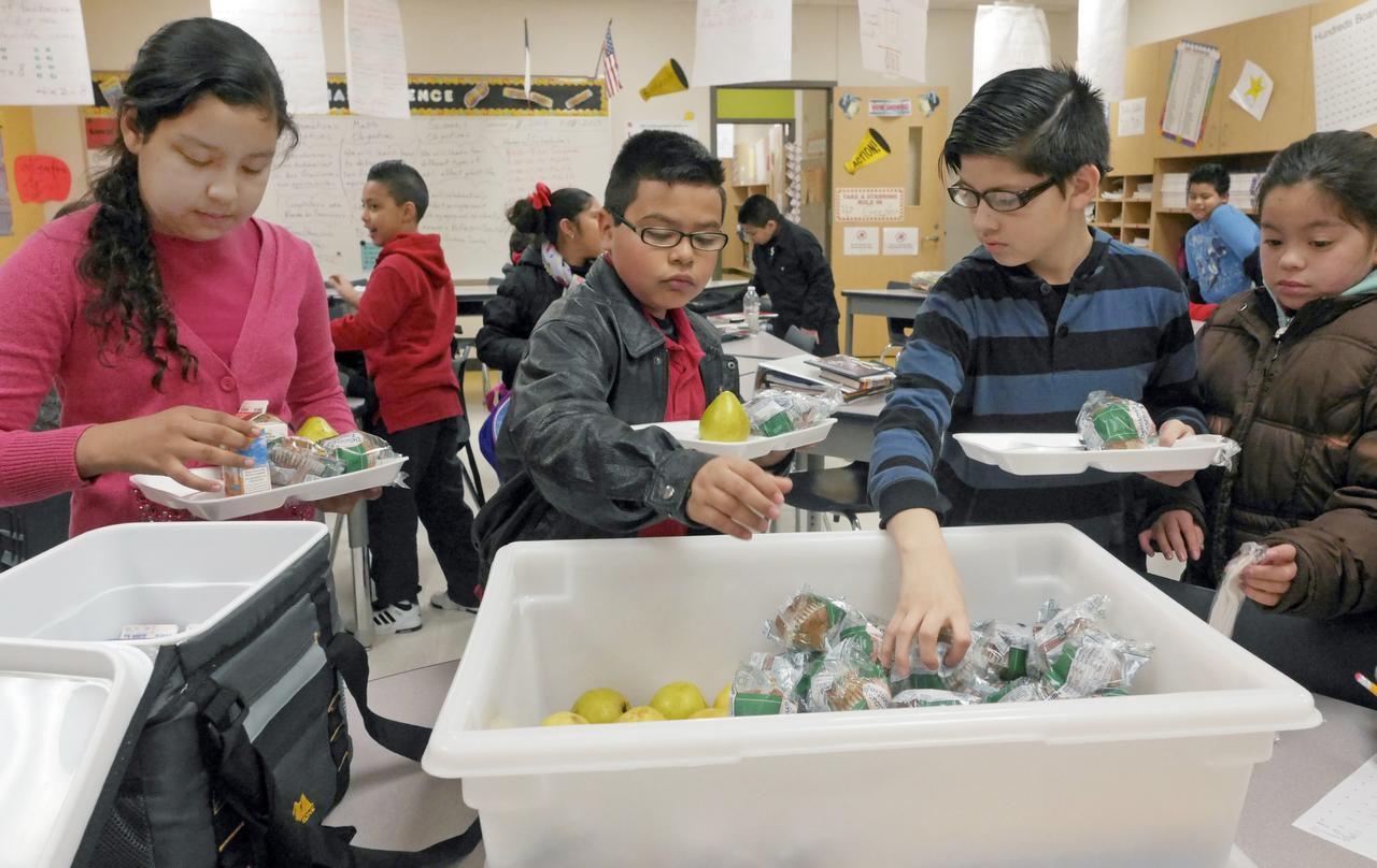 Fort Worth ISD dará los alimentos gratis a sus estudiantes para el año escolar 2021-2022. Las familias no tienen que cumplir con los requisitos de elegibilidad por ingreso para calificar para comidas gratuitas o a precio reducido para el curso académico que inicia el 16 de agosto.