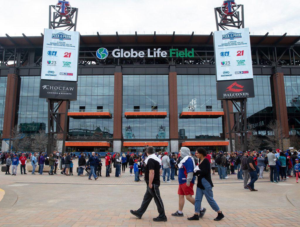Aficionados podrán ingresar con comida y botellas de agua al Globe Life Field.