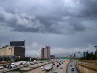 Nubes con lluvia y posibilidades de tormentas sobre el norte de Dallas.