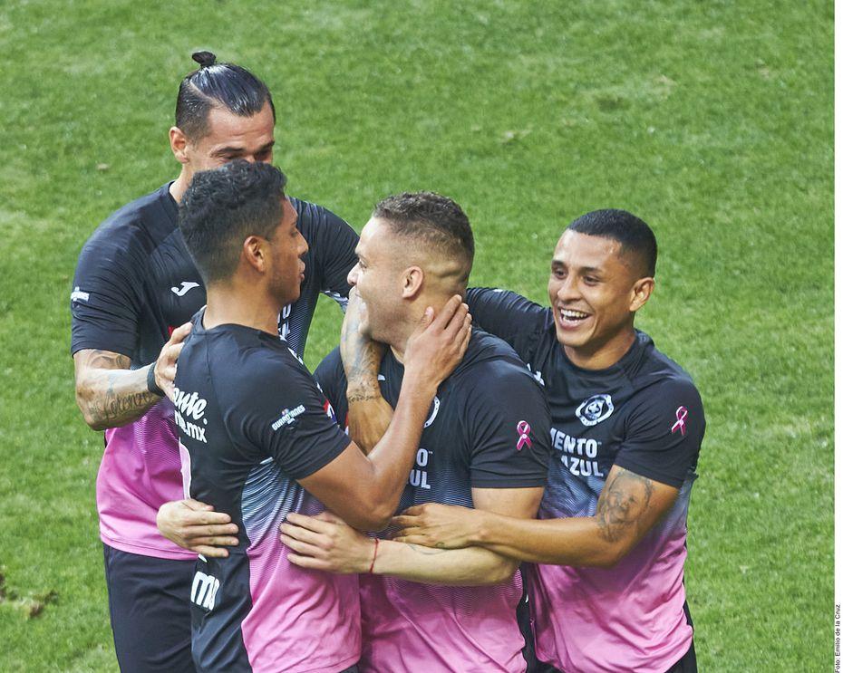 Cruz Azul retomó confianza de cara al cierre del torneo de la mano de Jonathan Rodríguez (centr, der.).