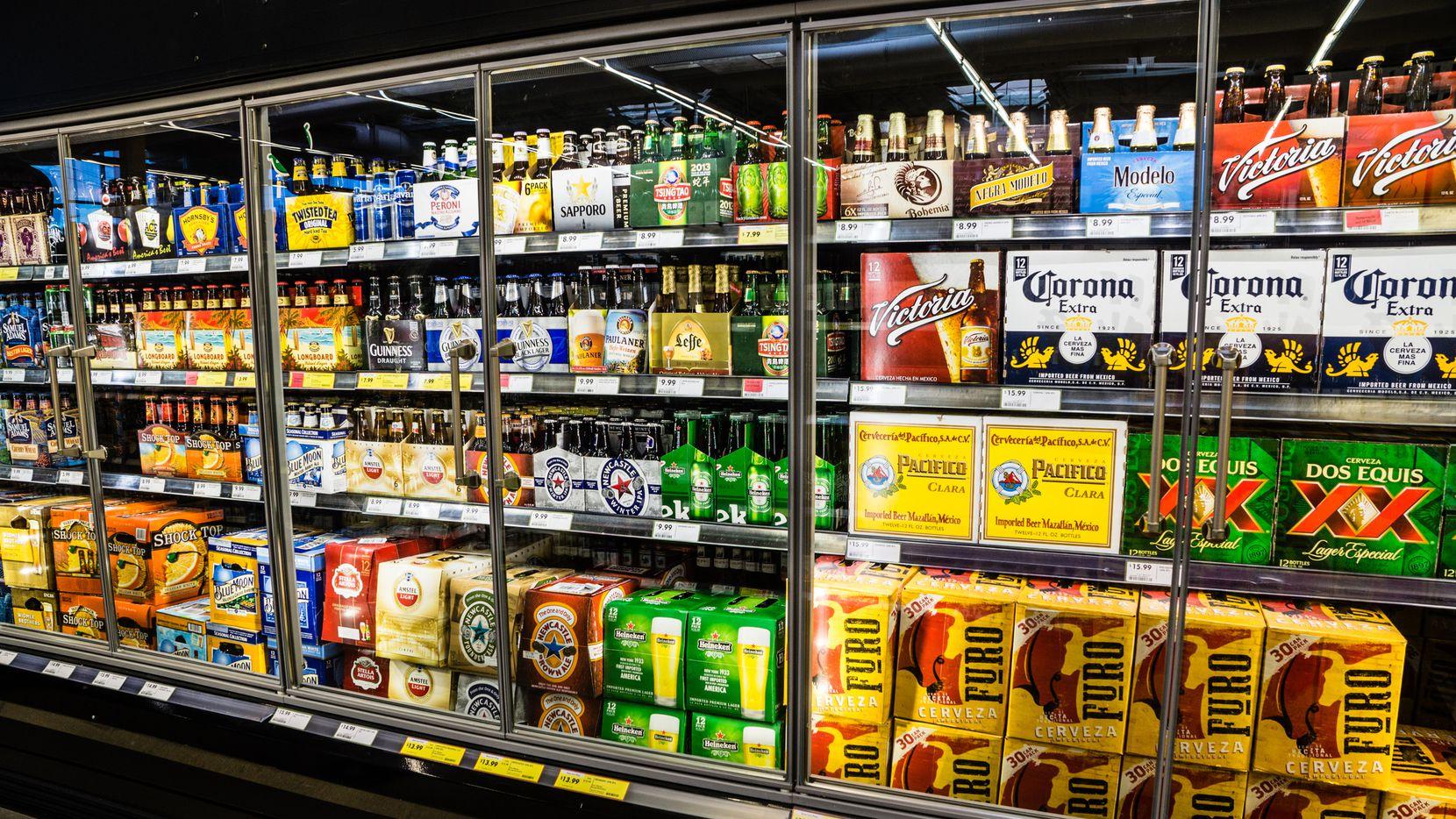Este 1 de septiembre entran en vigor 666 nuevas leyes en Texas y una de ellas permite comprar cerveza y vino los domingos a partir de las 10 a.m. y no de las 12 p.m., como ocurría hasta ahora.