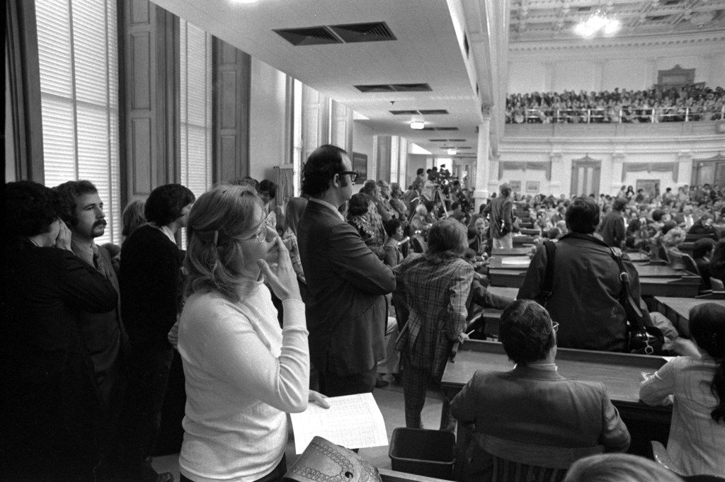 Molly Ivins stands on the floor of the Texas legislature.