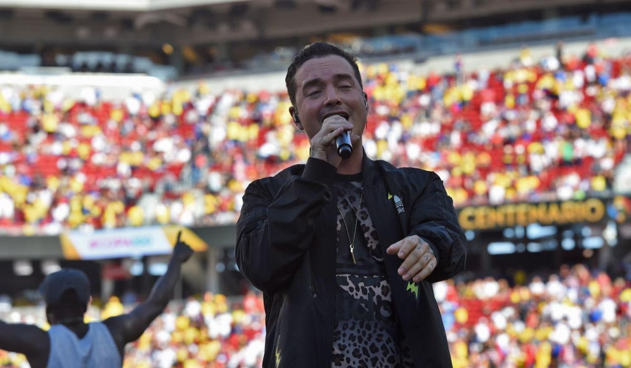 El colombiano J Balvin amenizó el inicio de la Copa América Centenario, el 3 de junio en Santa Clara, Calif.(AFP/GETTY IMAGES)