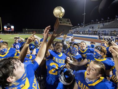 Sunnyvale senior running back Obi Arinze (23) hoists the trophy after his team beat Ferris 38-14 in a bi-district playoff high school football game on Friday, November 12, 2020 at Raider Stadium in Sunnyvale, Texas.