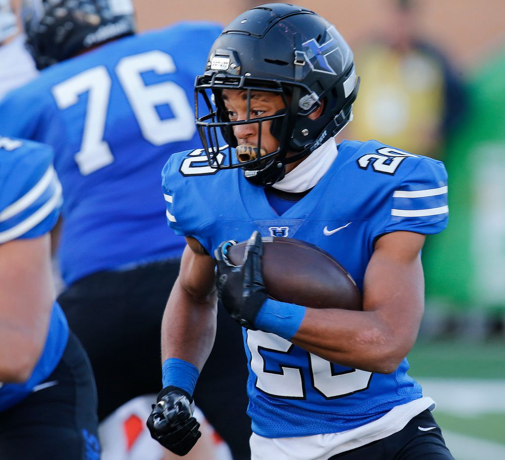 Hebron running back Isaiah Broadway looks for running room in a regional semifinal playoff game against Haltom in 2018. (Stewart F. House/Special Contributor)